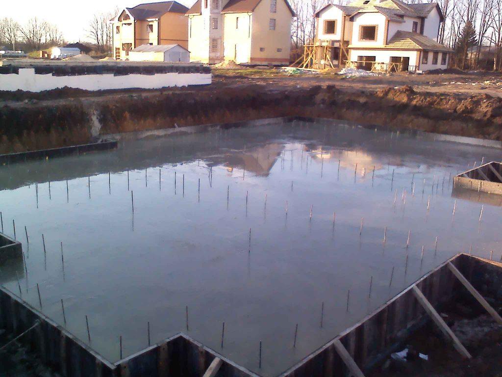 Укладка бетона- фундамент