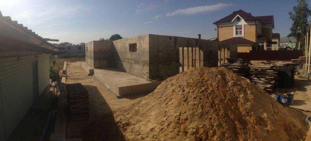 Фундамент под цокольный этаж - фото