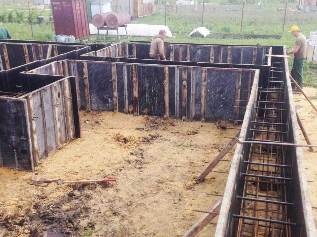 Свайный фундамент - строительство - фото