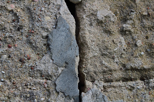 Фундамент - трещина в фундаменте - фото